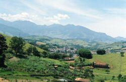 Vista parcial de Itanhandu, ao fundo Serra da Mantiqueira