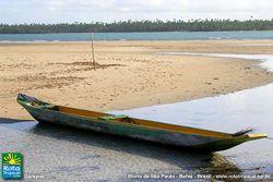 Canoa na Praia de Garapuá